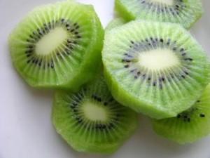 135798-425x319-kiwi_slices