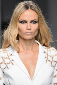 gallery-1453752117-hbz-beauty-couture-spring-2016-versace-hc-clp-rs16-44481