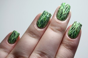 monochrome-green-mosaic-nails-leaf-nail-art-2