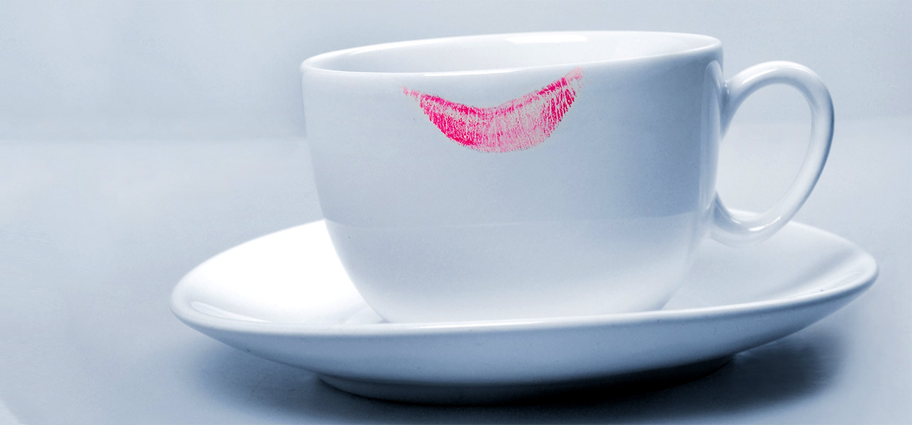 408-5-Amazing-Tips-To-Avoid-Lipstick-Stains-On-Glasses-And-Collars