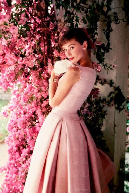 Audrey-Hepburnp-Vogue-3Dec14-pr_b_426x639