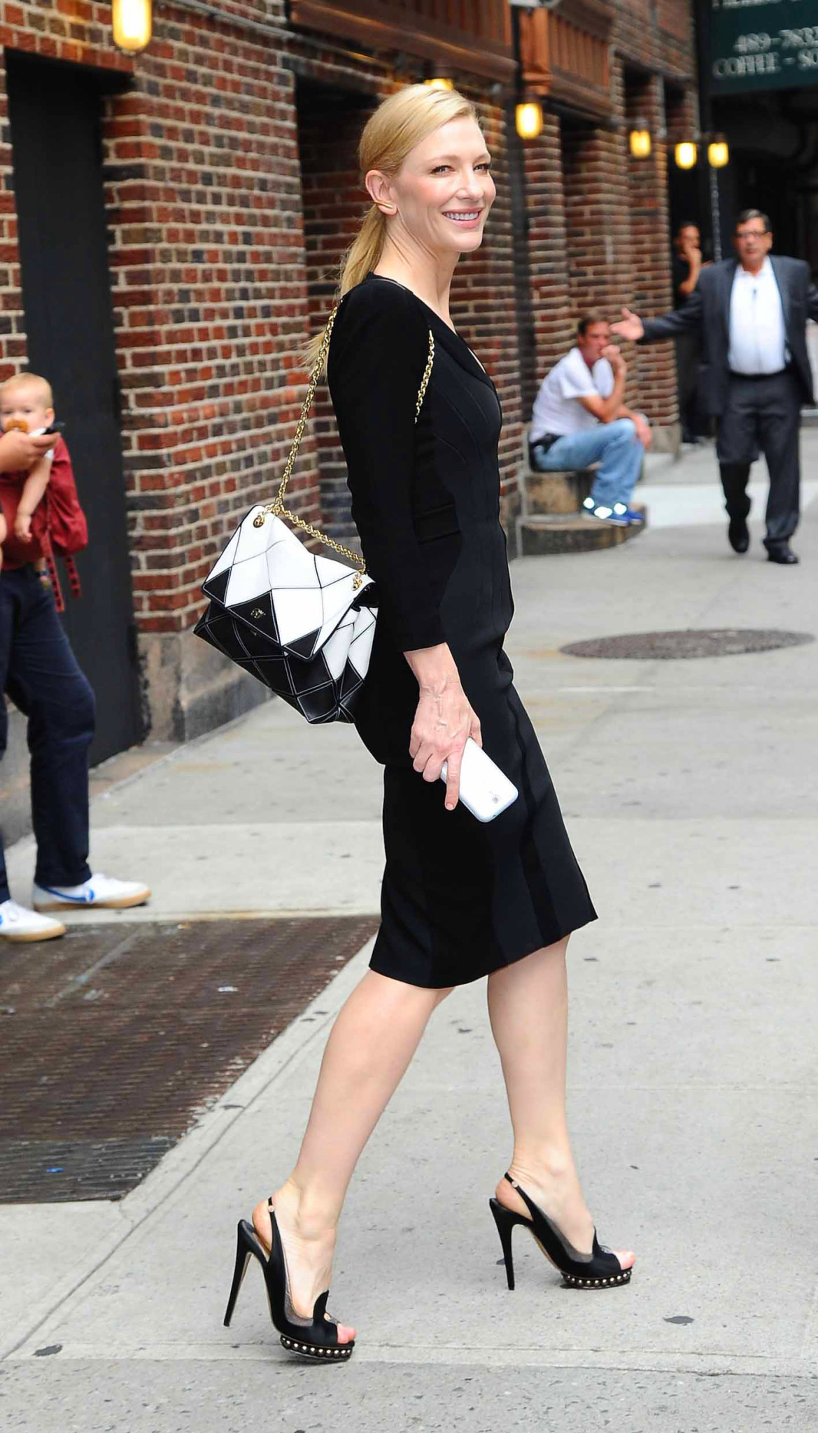Cate Blanchett out and about in NYC Pictured: Cate Blanchett Ref: SPL582671 230713 Picture by: Splash News Splash News and Pictures Los Angeles:310-821-2666 New York: 212-619-2666 London: 870-934-2666 photodesk@splashnews.com
