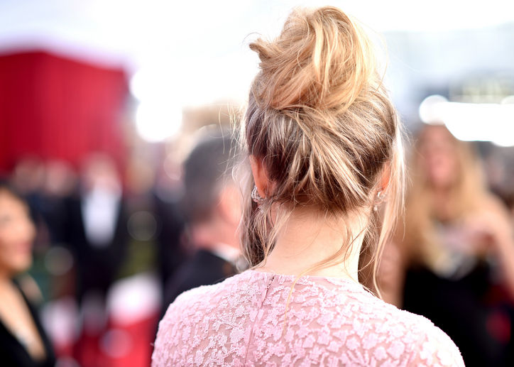 Saoirse-Ronan-sag-awards-hair-from-behind-w724