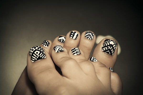 black-and-white-nail-designs-40