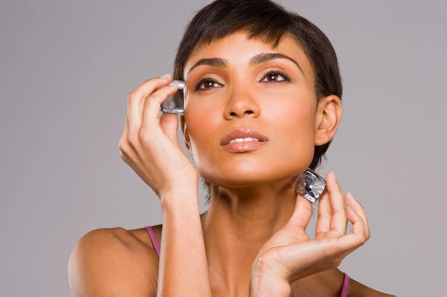 icecubes-benefits-face-skin