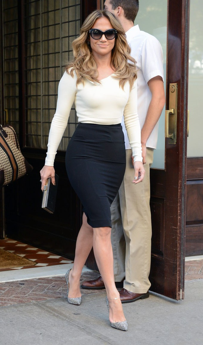 "September 12, 2012: Jennifer Lopez leaves her hotel in New York City and heads to ABC Studios to tape an interview with Katie Couric for her new talk show, ""Katie."" Mandatory Credit: Elder Ordonez/INFphoto.com Ref: infusny-160