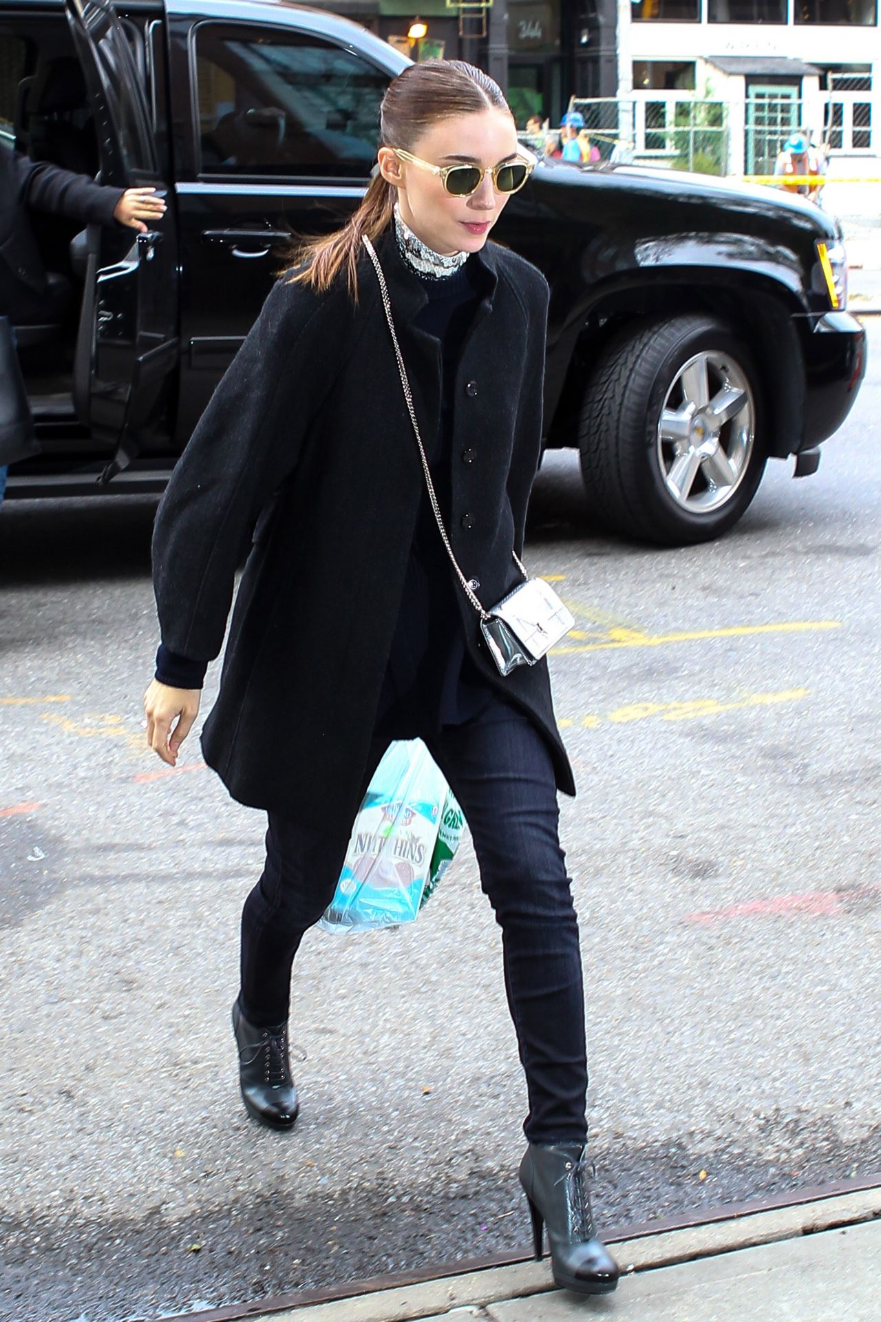 rooney-mara-autumn-style-out-in-new-york-city-october-2015_4
