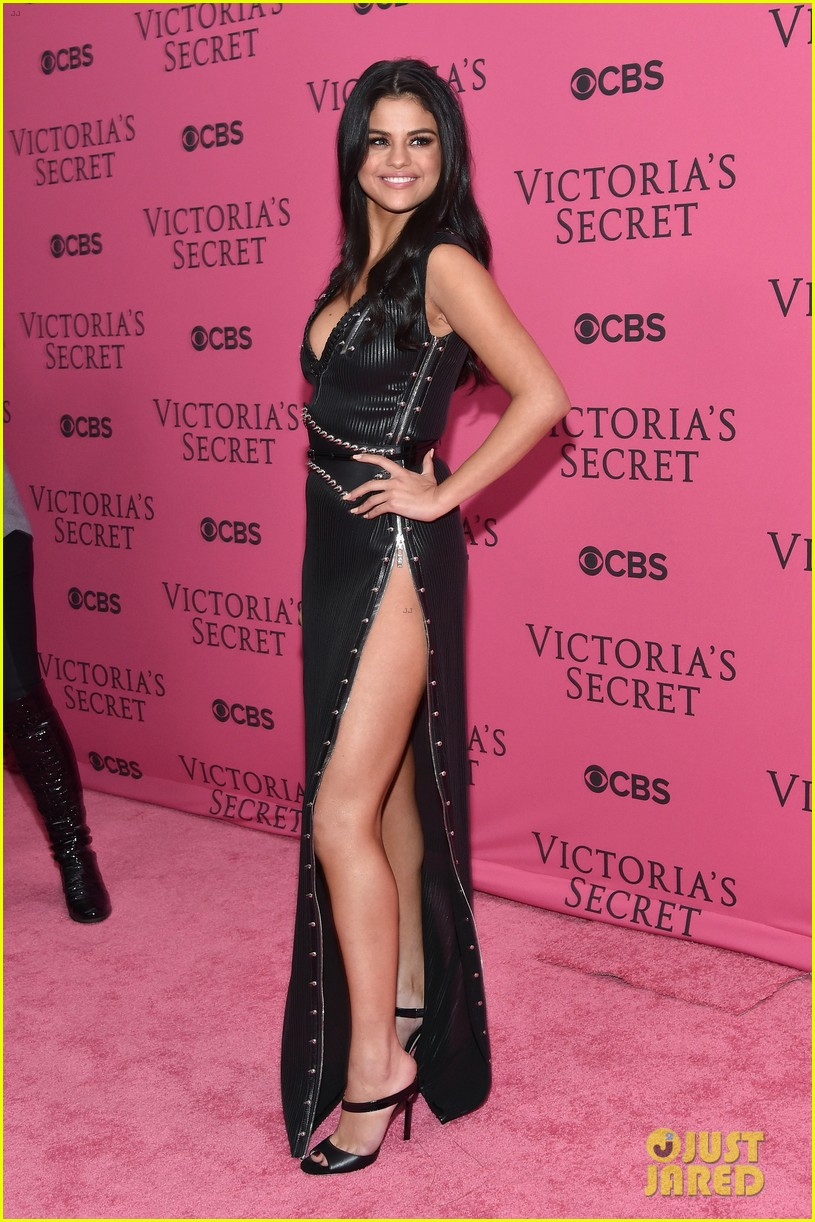 selena-gomez-legs-for-days-victorias-secret-fashion-show-red-carpet-03
