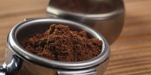 tips-menghaluskan-telapak-tangan-dengan-ampas-kopi