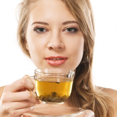 woman-drinking-green-tea-700