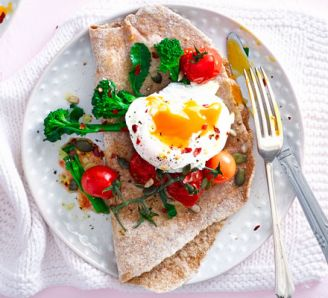 poached-eggs-with-broccoli-tomatoes-wholemeal-flatbread